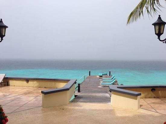 Bellafonte Luxury Oceanfront Hotel : tropical rain