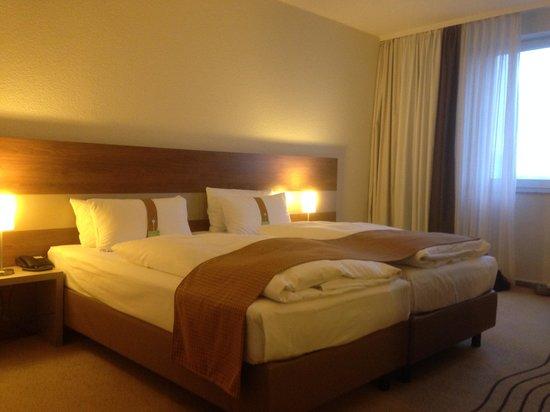 Holiday Inn Berlin City East : Blick aufs Bett