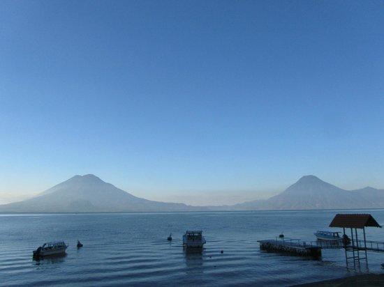 Hotel Atitlan: Lake Atitlan fro Pool area