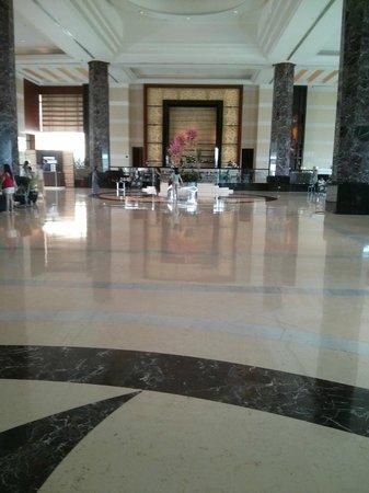 Radisson Blu Cebu: Lobby & Bar