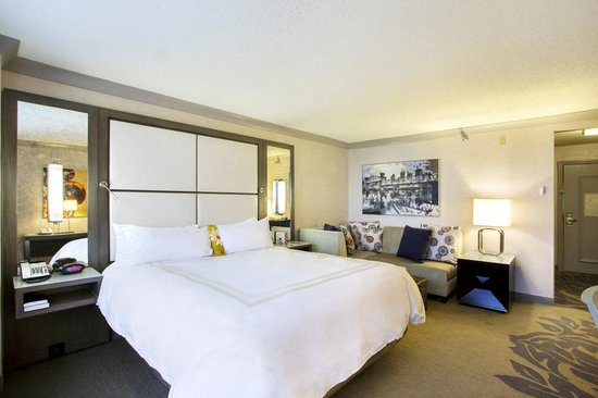 Little Rock Marriott: Renovated King Room, some available starting spring 2014