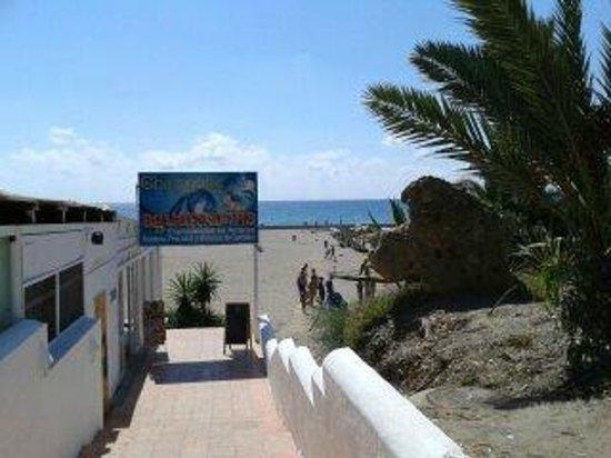 Apartamentos Best Pueblo Indalo: View of beach from hotel