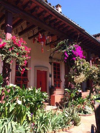Hotel Casa Encantada : Front Garden