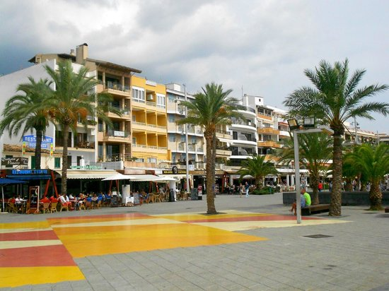 Zafiro Tropic: Town/Restaurants