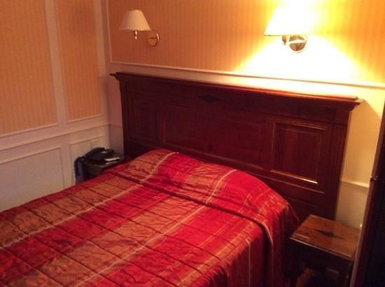 Touring Hotel: letto matrimoniale