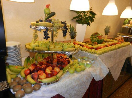 Hotel Gardenia: Buffet de fruits