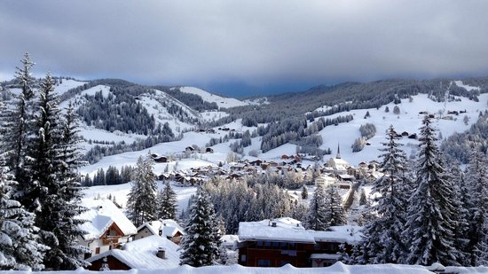 Garni Ciasa Urban: View across to the Valley