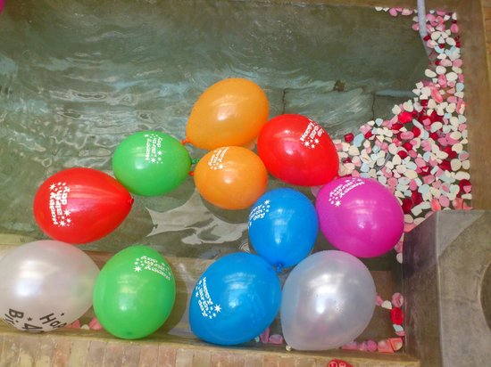 Dar Rocmarra: Courtyard pluge pool with my birthday balloons in - wasnt brave enough to join them!