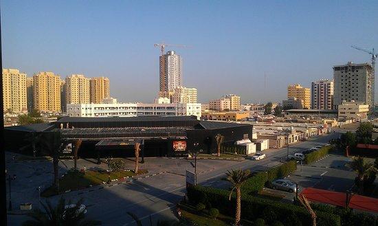 Ramada Hotel and Suites Ajman: Это там где стройка