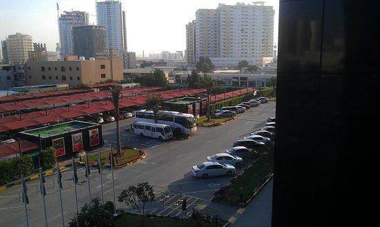 Ramada Hotel and Suites Ajman: Снова стройки :_)