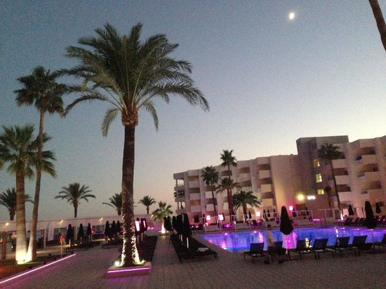 Hotel Garbi Ibiza & Spa: Nighttime (oops double upload)