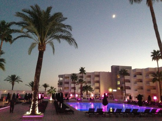 Hotel Garbi Ibiza & Spa: Evening
