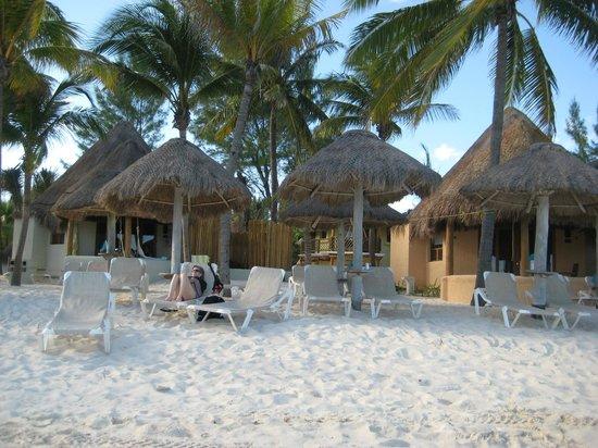Mahekal Beach Resort: Beach and palapas