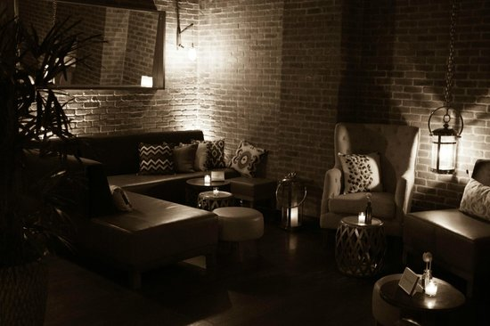 Bread & Tulips: Parkside Lounge/Bat Area