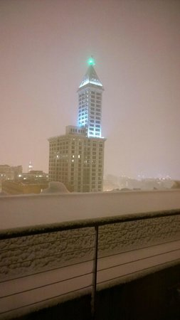 The Arctic Club Seattle - a DoubleTree by Hilton Hotel: Our balcony during the snow at night
