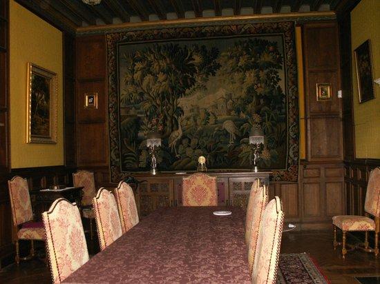 Chateau de la Court d'Aron: Salle à manger Château de la Court d'Aron