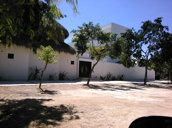 Intima Resort Tulum: From the street