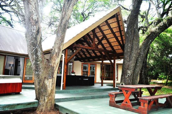 Bushwillow Collection: Cottage_outside verandah