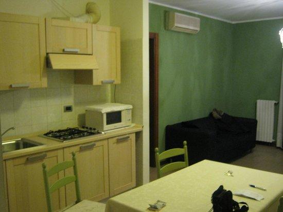 Residence Viale Venezia: cucina