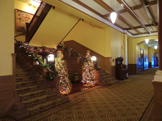Hotel Colorado: Grand Staircase in Hotel Lobby