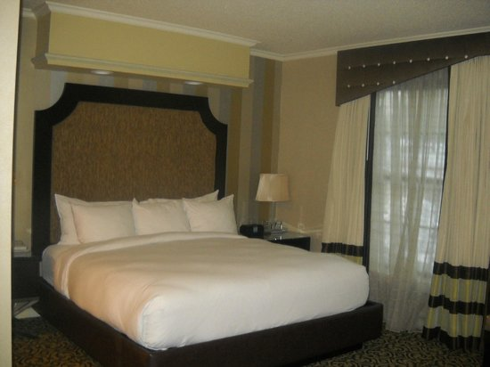 The Inn At Fox Hollow Hotel : Bed area of suite