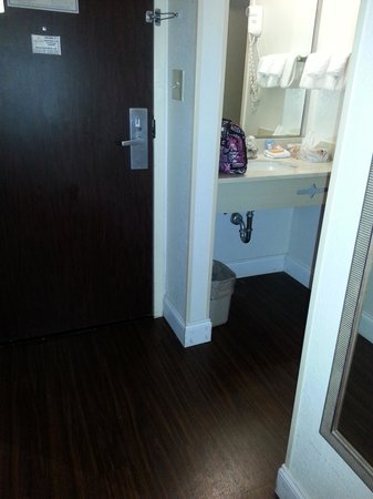 Eagles Nest Inn: new tile floors, vanity small and separate from bathroom