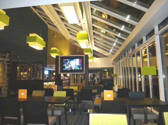 Holiday Inn Express Windsor: Ресторан в отеле