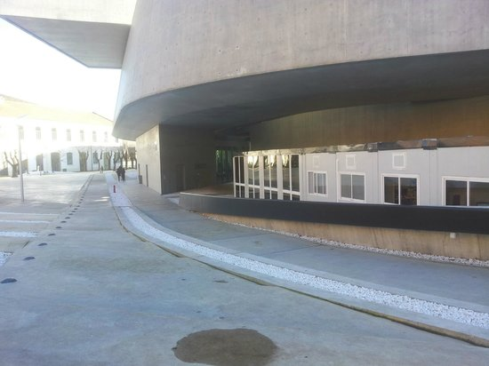 MAXXI - Museo Nazionale Delle Arti del XXI Secolo : Seems they didn't include enough office space in the building...