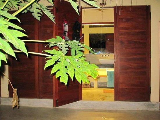 Elements Watersports & Nature Resort: Badezimmer im Bungalow
