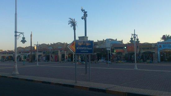 Continental Hotel Hurghada : Указатель на улице