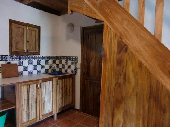 Villa Escondida: Cocineta con refrigerador