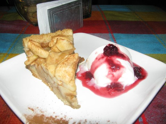 La Parrilla De Juan Holbox: Apple pie and coconut ice cream.