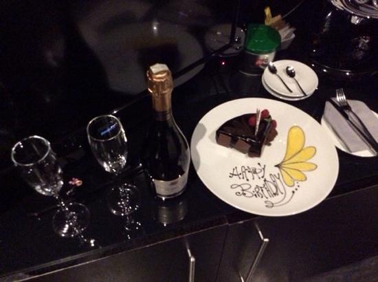 Baglioni Hotel London: cake
