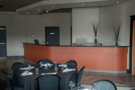 Point Restaurant: Please allow us to worry about bartending your event in our banquet room!