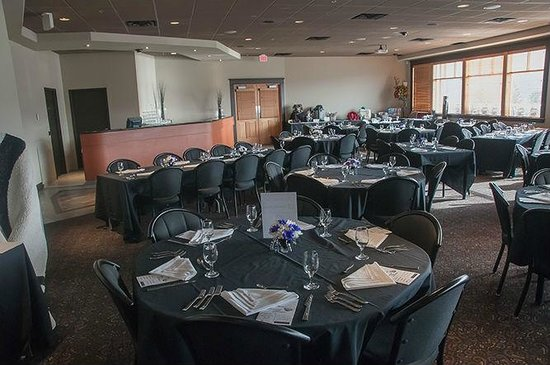 Point Restaurant: Our banquet room with a FANTASTIC view of Williams Lake!