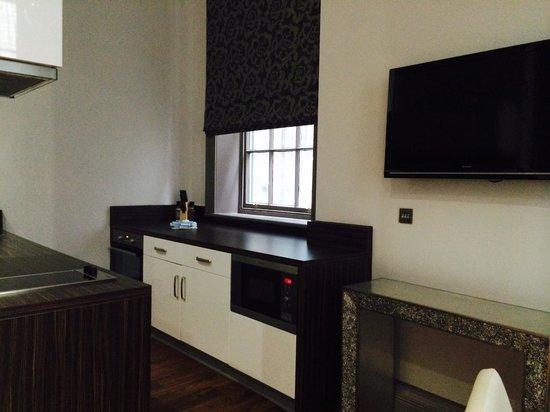 Roomzzz Newcastle City: Kitchen unit