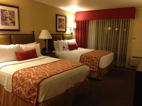 Best Western Plus Arroyo Roble Hotel & Creekside Villas : Standard non-view double room