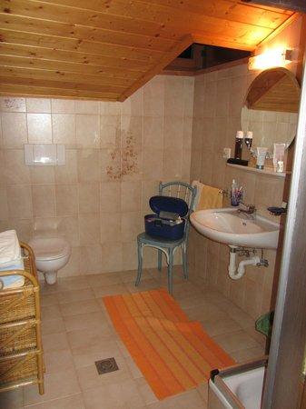 Gasthof zum schlern: Bagno della stanza quadrupla