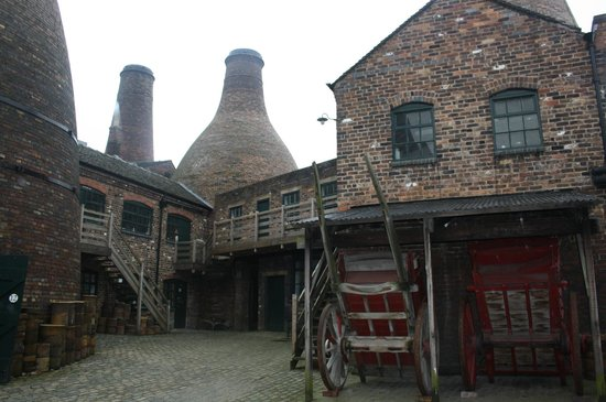 Gladstone Pottery Museum : In the museum courtyard