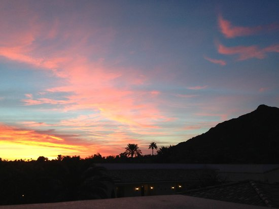 Omni Scottsdale Resort & Spa at Montelucia: Sunrise from workout center