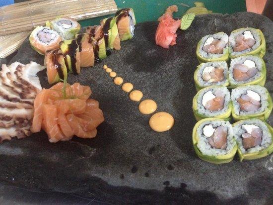 g sushi patagonia: Las mejores preparaciones!! Rolls especiales para tus gustos sashimi muy fresco!!