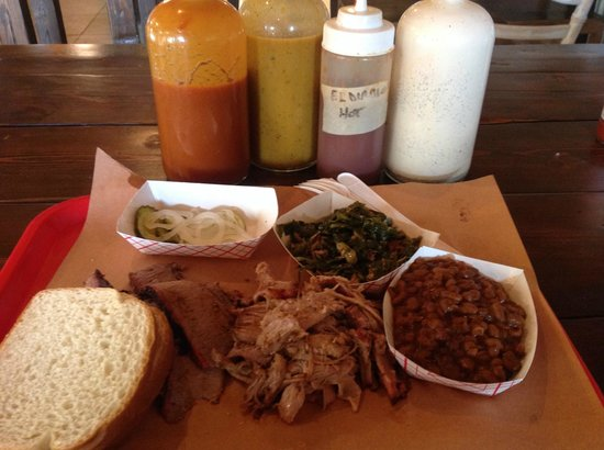 Blue Willy's Barbecue : Beef brisket and pulled pork combo plate