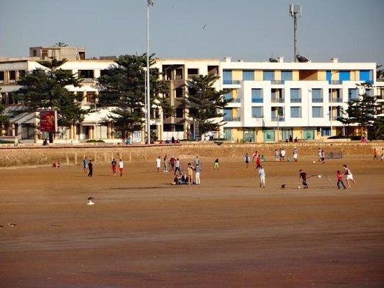 Essaouira Beach : Jovens jogando futebol