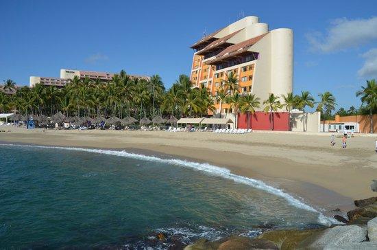 Club Regina Puerto Vallarta: view of the club from the beach