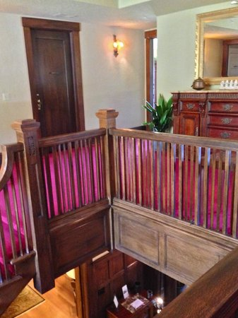 Inn on the Hill : Stair way and upstairs landing