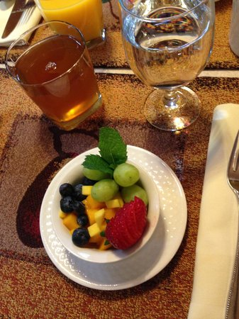 Inn on the Hill : First course breakfast