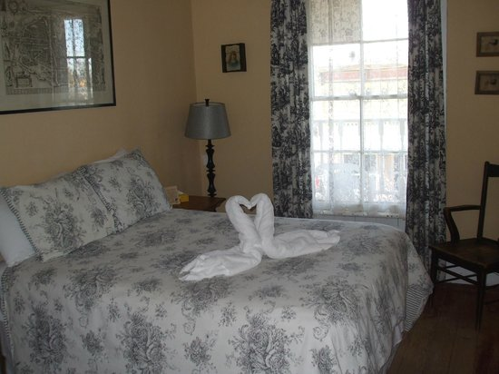 The Historic Hotel Leger: Room 12 - Edit Irvine Room