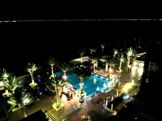 "Anantara Eastern Mangroves Hotel & Spa: Sicht von ""Kasara Mangroves Balcony Room"" auf den Pool"