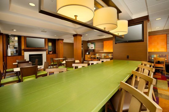 Fairfield Inn & Suites Germantown Gaithersburg: Dinning Siting Area