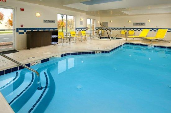 Fairfield Inn & Suites Germantown Gaithersburg: Indoor Pool